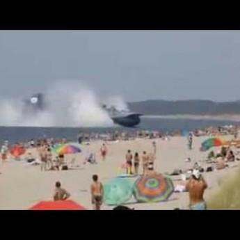 550-tonové vznášadlo zakotvilo na ruskej pláži