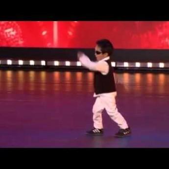 4-ročný chlapec tancuje Gangnam Style