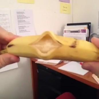 Banana Sings thumbnail