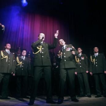 Ruský policajný zbor spieva Get Lucky