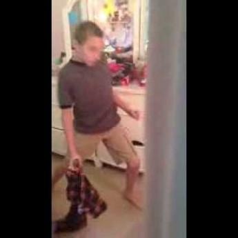 Chlapec tancuje na Britney Spears