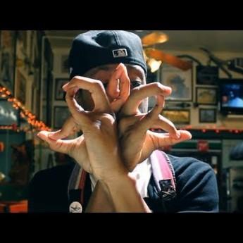 Tanečník s prstami
