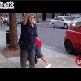 GIF: Žartík s ukradnutou kabelkou