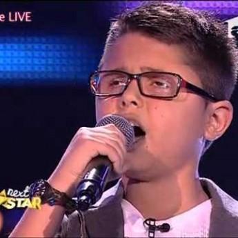 Slepý 10-ročný Alex spieva Show must go on