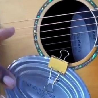 Gitara vylepšená konzervou
