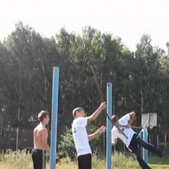 Rus zlomil vodorovný pruh počas cvičenia